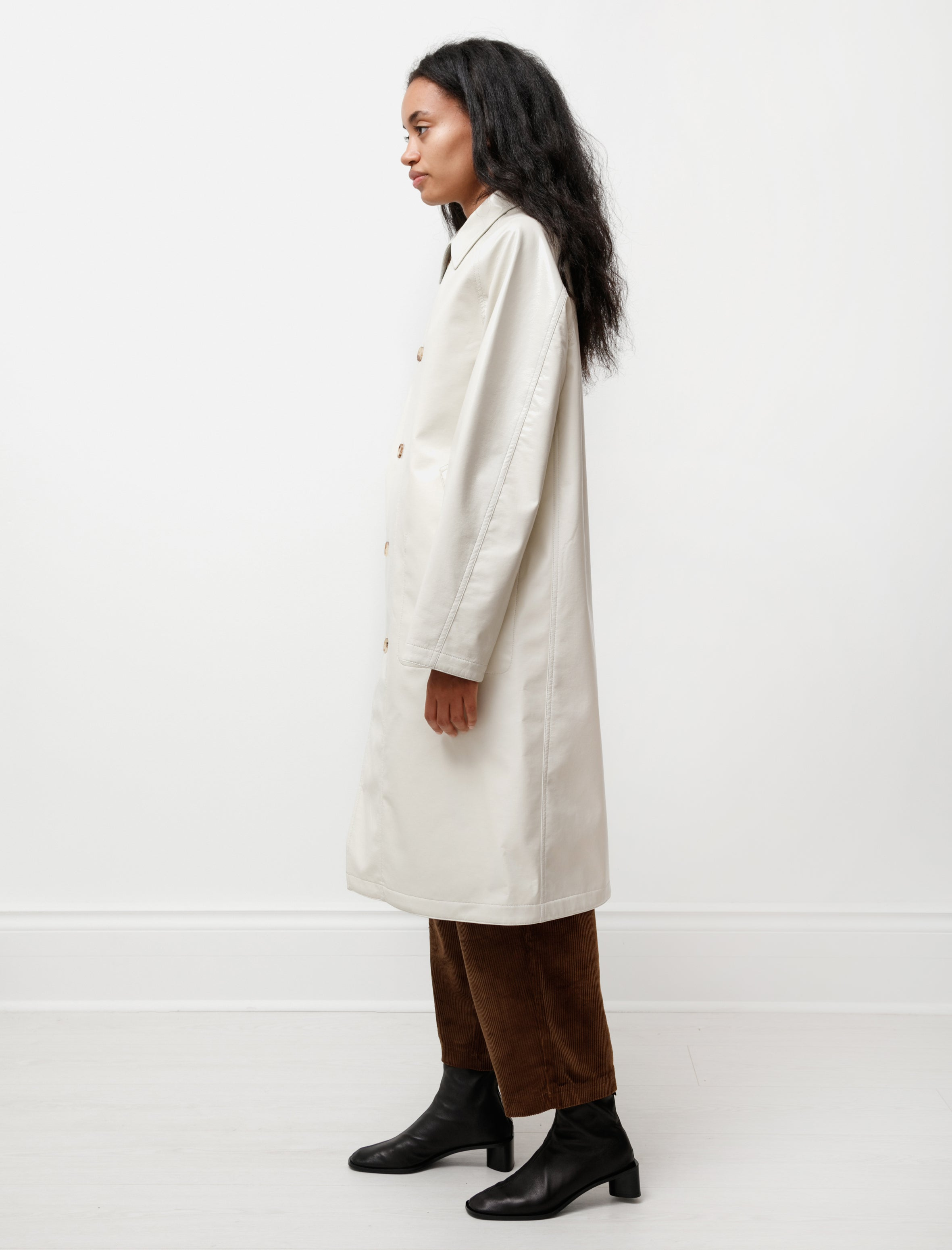 Auralee Wool Cashmere Laminate Coat Ivory Top Gray
