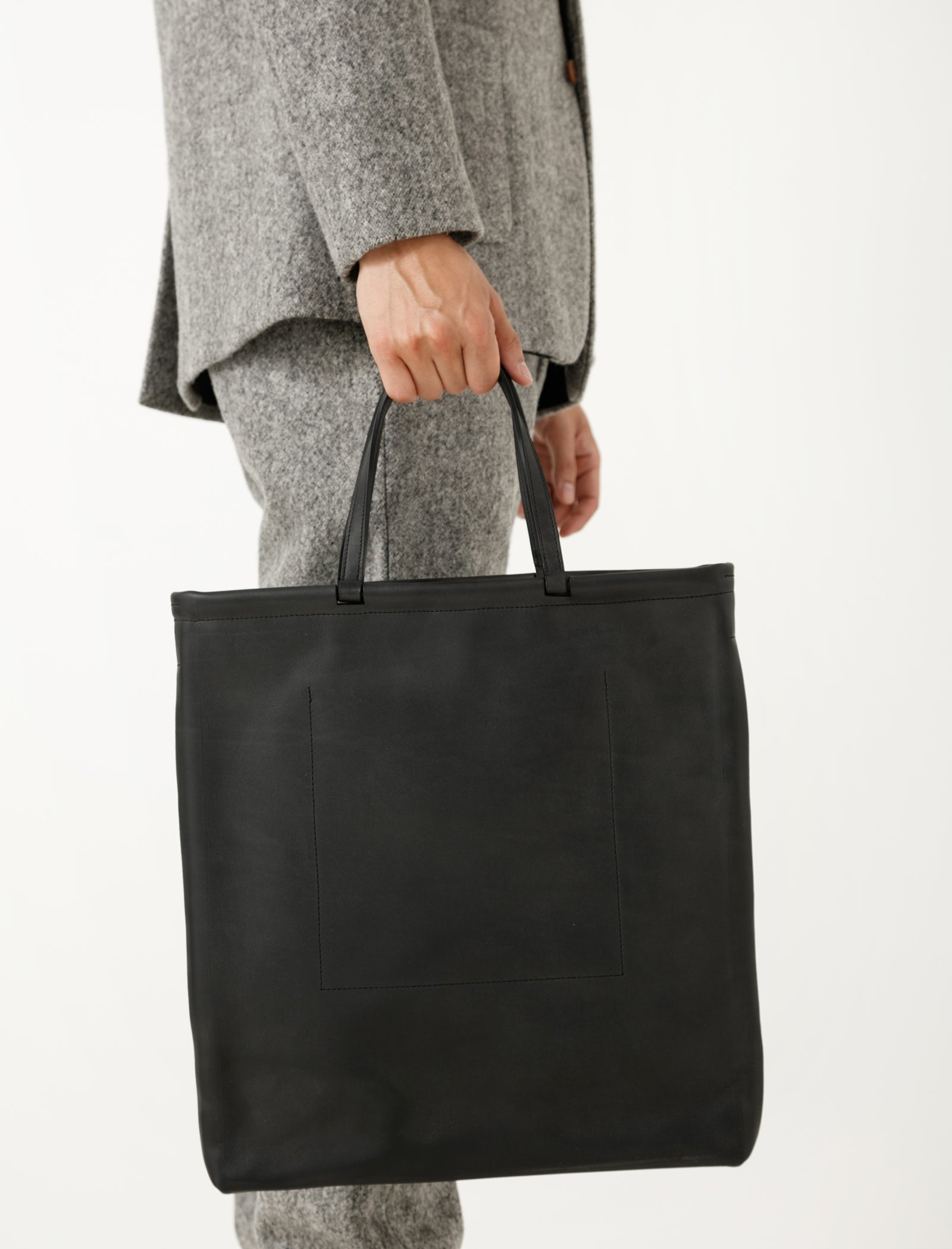 Isaac Reina 875 Vertical Swing Tote Black