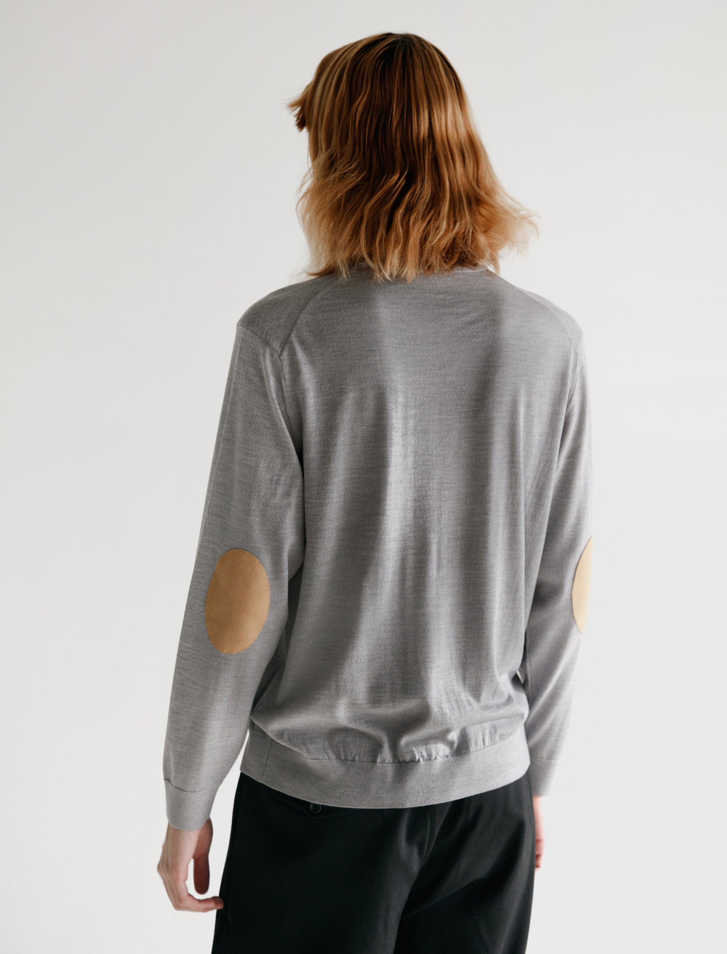 Niuhans Fine Gauge Wool Elbow Patch Sweater Light Grey