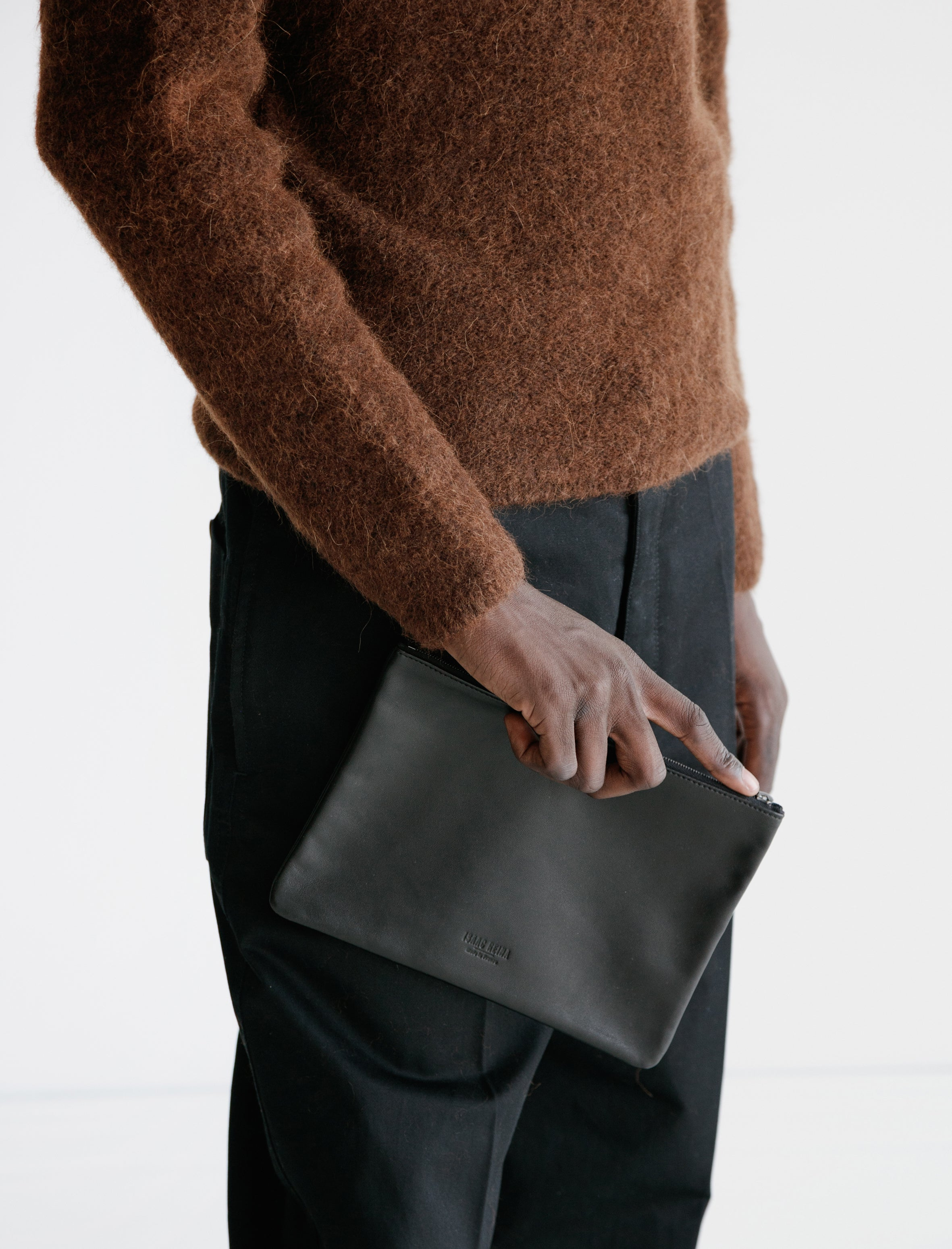 Isaac Reina 056 Simple Zipped Pouch Lamb Black