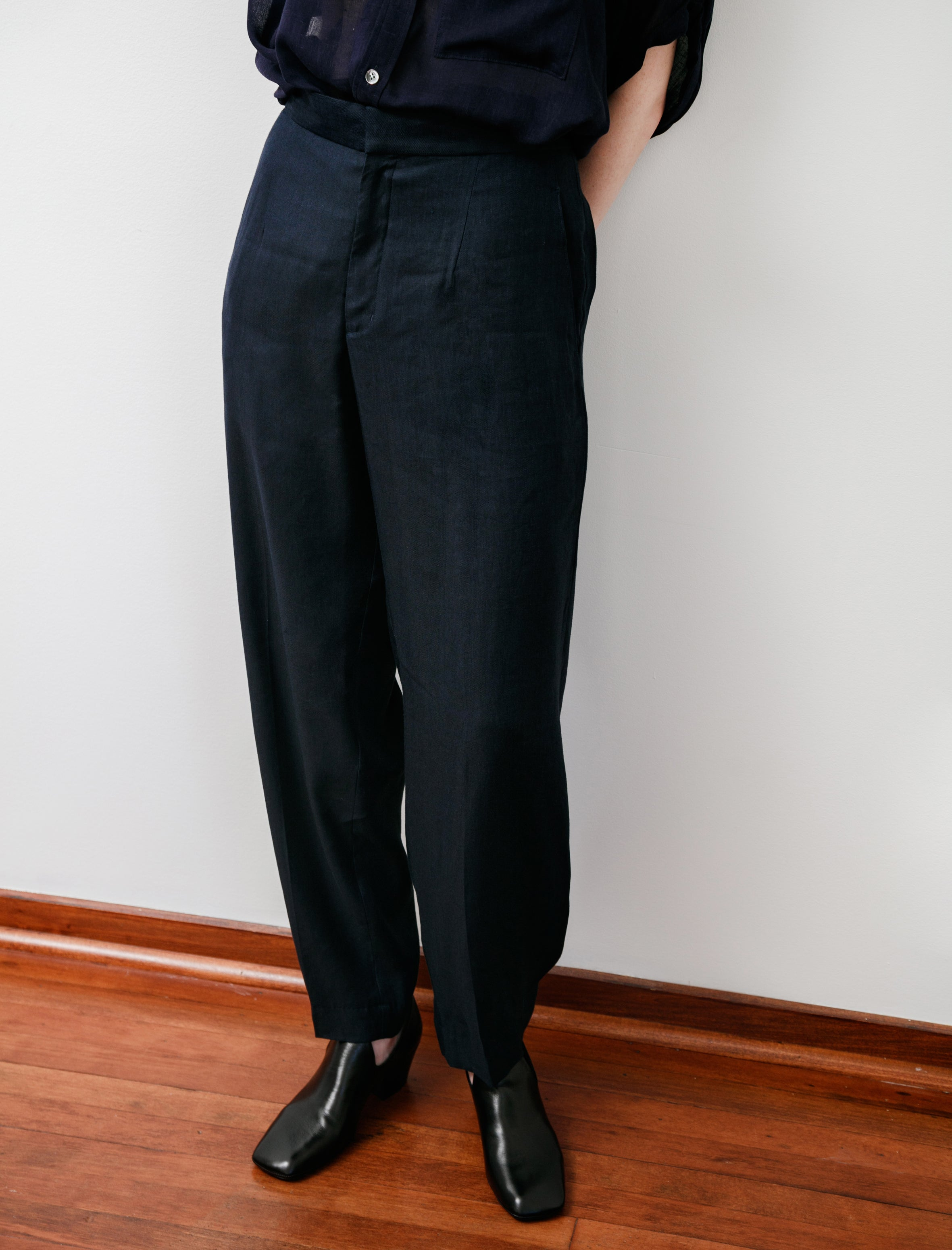 Rounded Hem Linen Trousers Navy