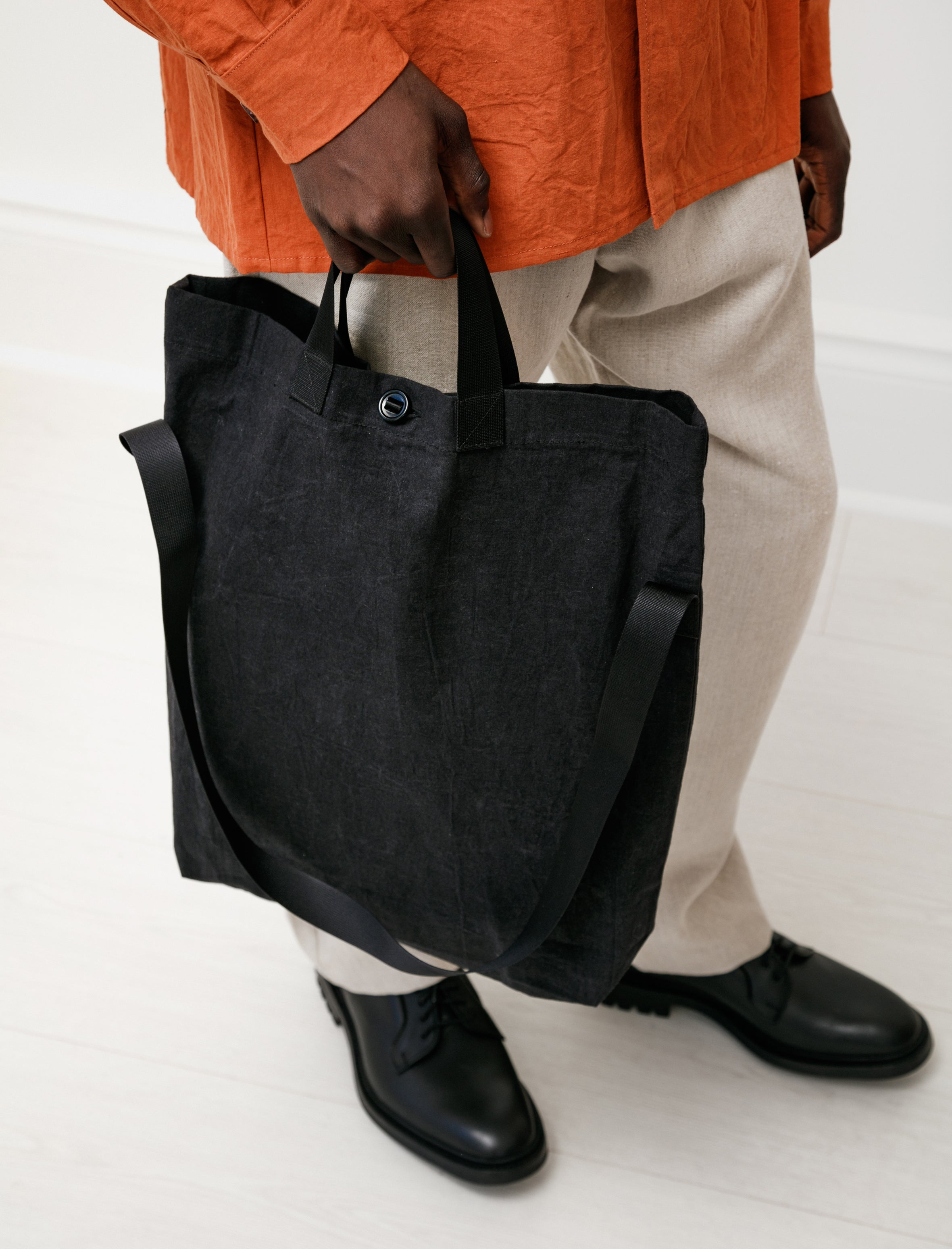 MAN-TLE Bag 1 Black Wax