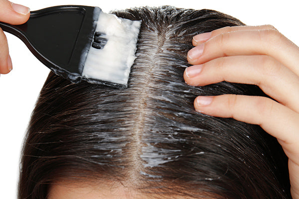 woman applying regenerative scalp oil
