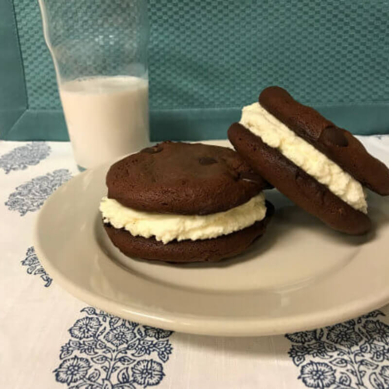 Keto Chocolate Chip Cream-Filled Cookies