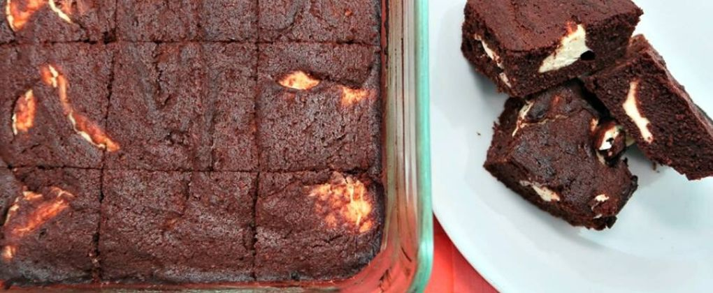 The Best Valentine's Day Chocolate Cheesecake Keto Brownies 2020