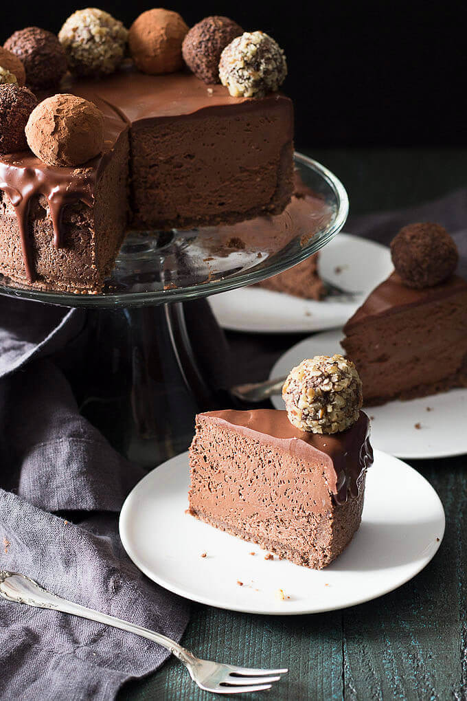Appetizing and Rich Low Carb Chocolate Truffle Cheesecake