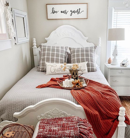 White bedding set
