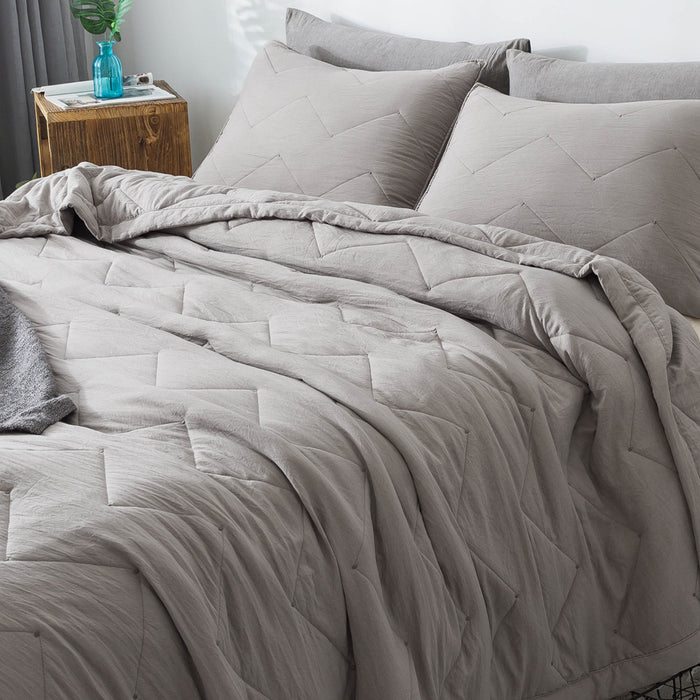 Kasentex Luxury Soft All Season Quilt Set with Contemporary Horizontal Chevron Design - Kasentex