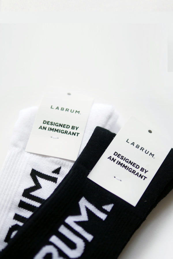 2-PACK BLACK & WHITE RIBBED SOCKS IN LIGHT WEIGHT COTTON