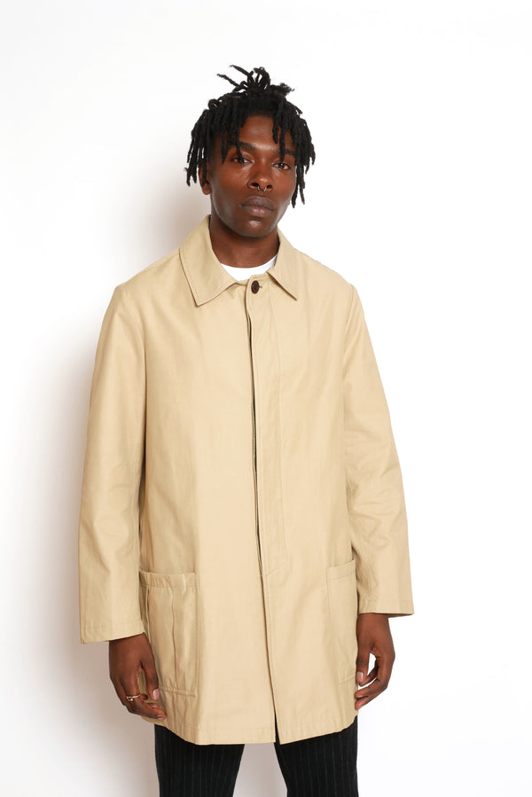 LIGHTWEIGHT WATER REPELLENT TRENCHCOAT