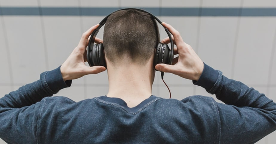 the best business podcasts to listen to