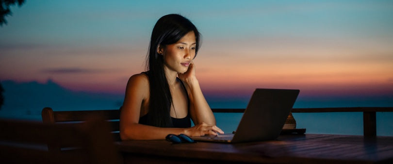 woman working remotely thanks to travel and productivity apps
