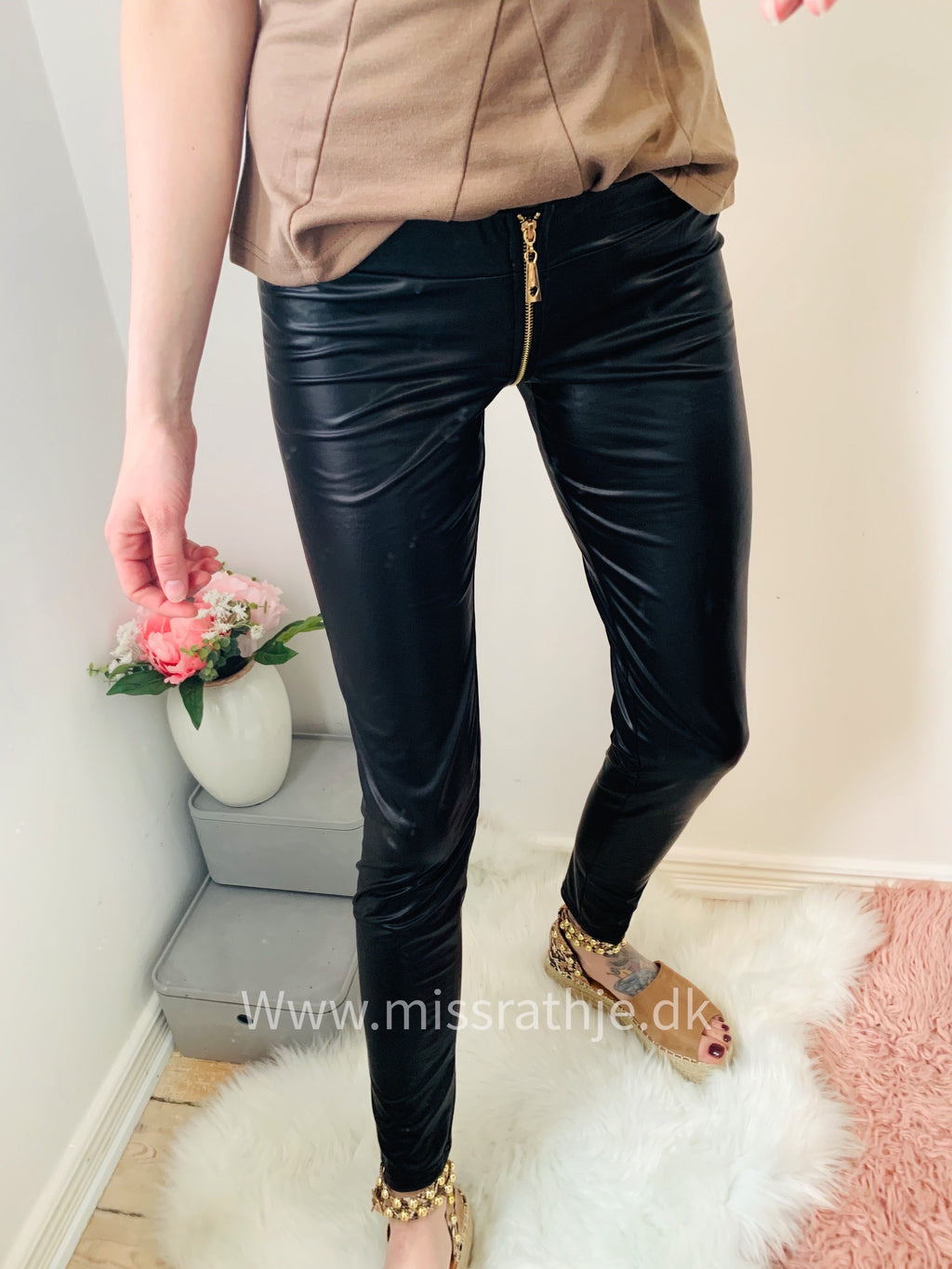 Leonora - Wet look leggins - Sort Str.34-40