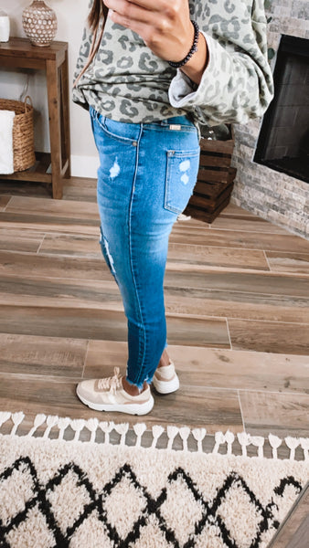 DISTRESSED HIGH RISE SKINNY JEANS - Medium Wash