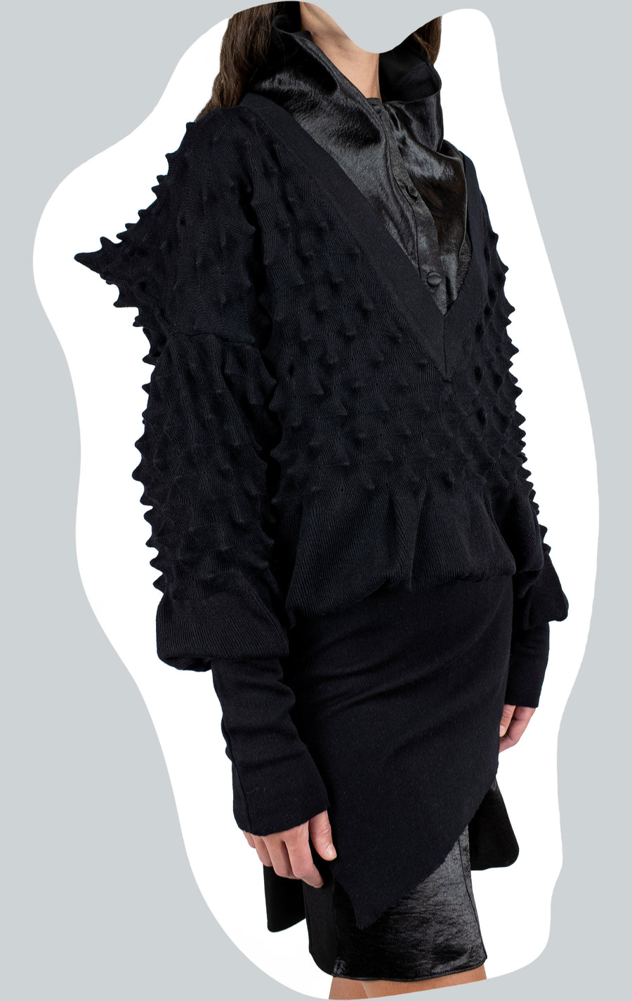 DIMENSIONAL STRIPED KNIT V NECK ONYX AW20