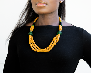 'Knot Your Average' necklace - Yellow