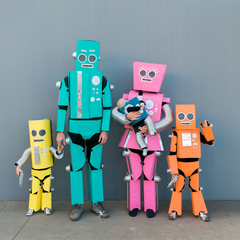family-robot-costume-halloween-toddler