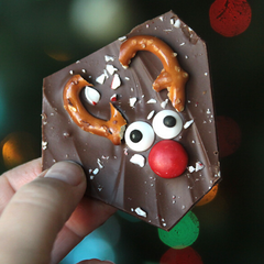 peppermint-reindeer-bark-candy