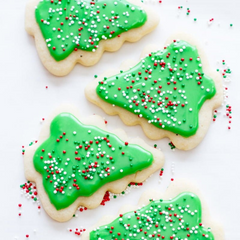 perfect-frosted-christmas-tree-sugar-cookie