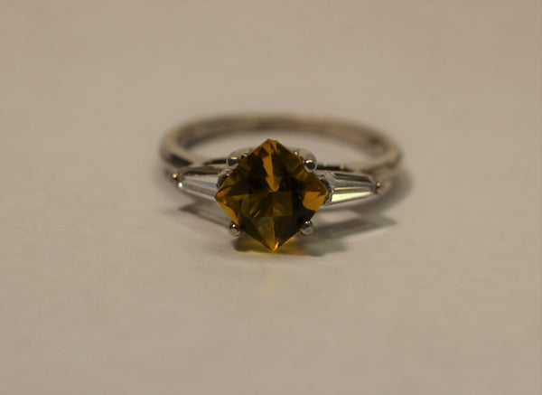 Yellow, square ring