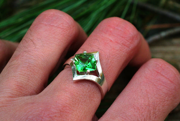 modern Emerald green recycled glass ring sterling silver diamond shaped band