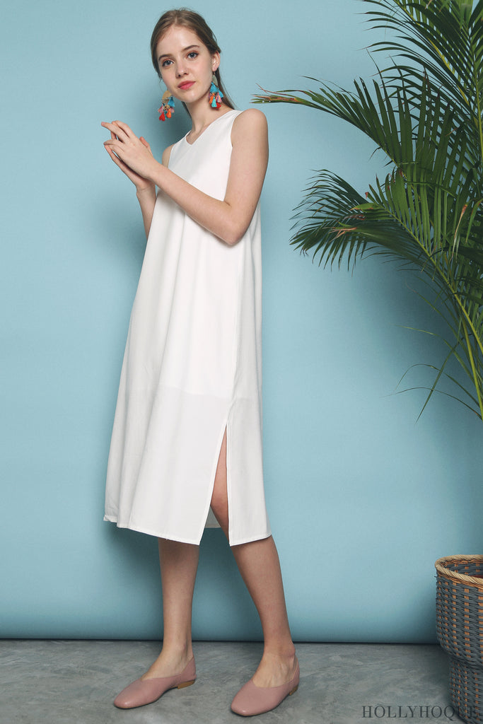 b09b7a026a3a In a v-neckline, sleeveless cut and side slits, the Perisia Slit Midi Dress  (Peach Pink, Powder Blue, White) boasts of clean lines and a sleek  silhouette.