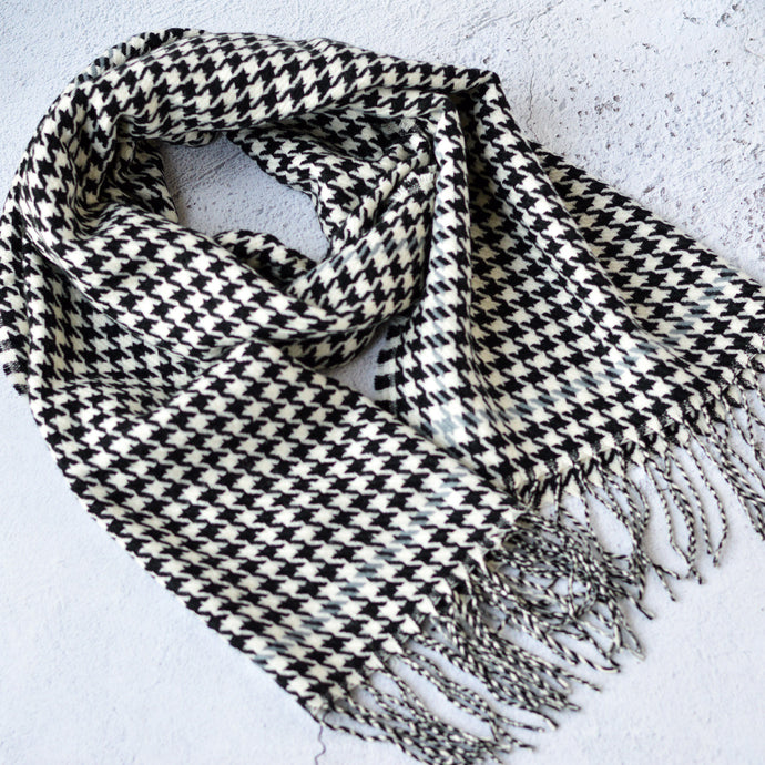 Harlow Large Black & White Houndstooth Patterned Scarf with Tassels