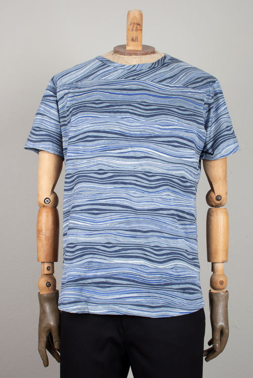 tashirt with a wave like woven pattern in grey and blue colors