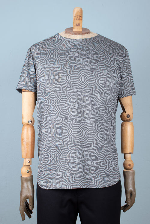 T-Shirt Cut from the finest Italian jersey knit with an Intricate balck and grey abstract pattern and a smooth surface No shoulder seams Rounded hem