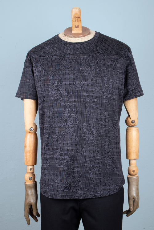 T-Shirt Cut from the finest Italian jersey knit with an Intricate grey and clack abstract floral pattern and Smooth surface No shoulder seams