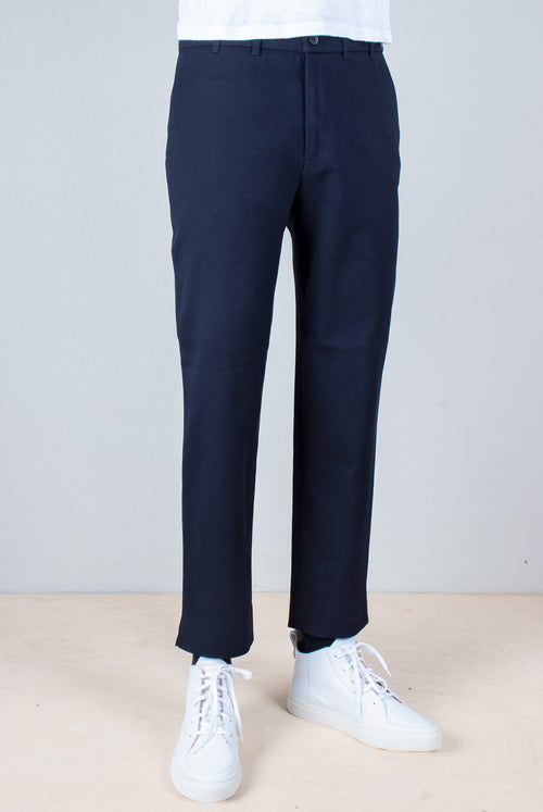 Dark Navy Fine tailored pant with a leisure look and a comfortable fit