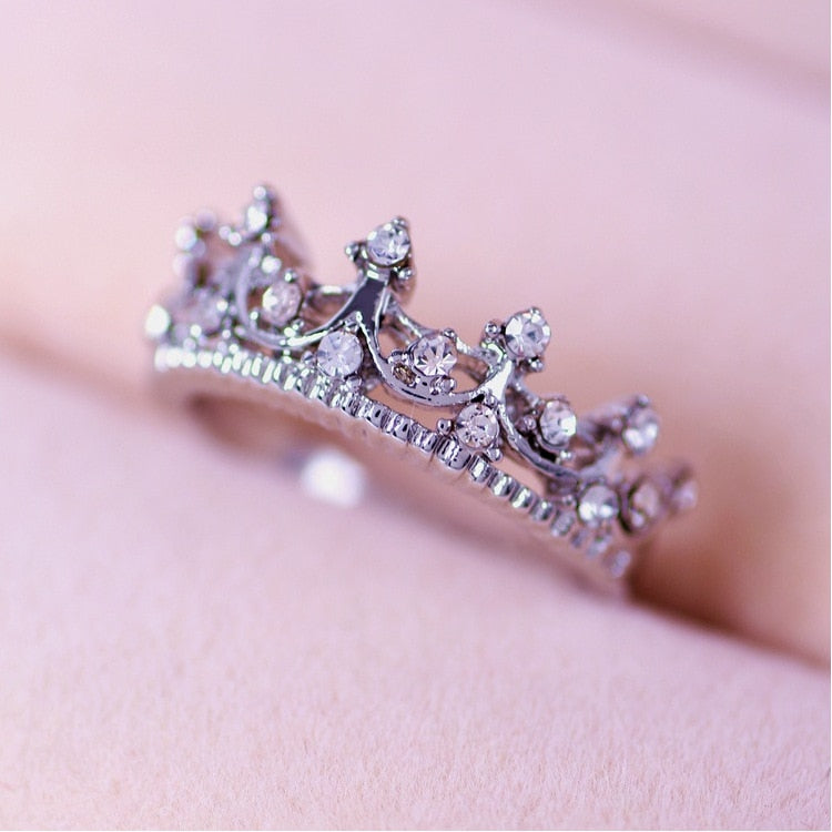 Bamos Korean Style Retro Crystal Drill Hollow Crown Shaped Queen Temperament Rings For Women Party Wedding Ring Jewelry-geekbuyig