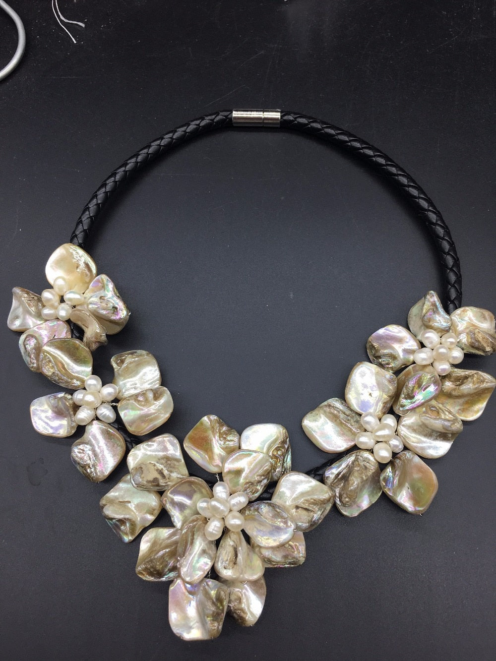LJHMY Natural White Freshwater Cultured Pearl Shell Flower Necklace For Women Statement Choker Pendant Necklace-geekbuyig