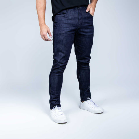 Slim Fit Jeans with basic wash in dark blue denim, comfort and casual style.