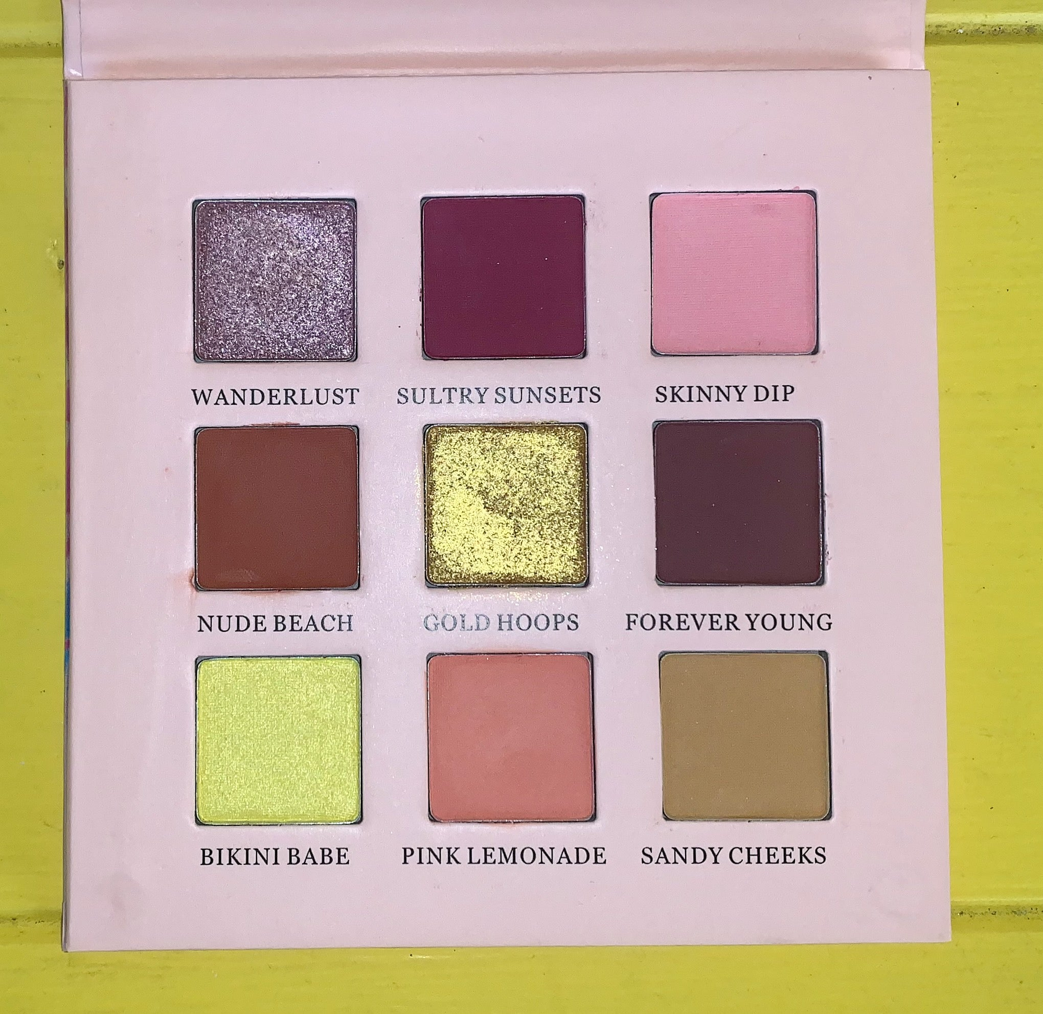 BEACH PLEASE EYESHADOW PALETTE