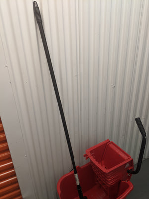 Rubbermaid wavebrake bucket/winger with fiberglass gate style mop handle and microfiber heavy duty mop head