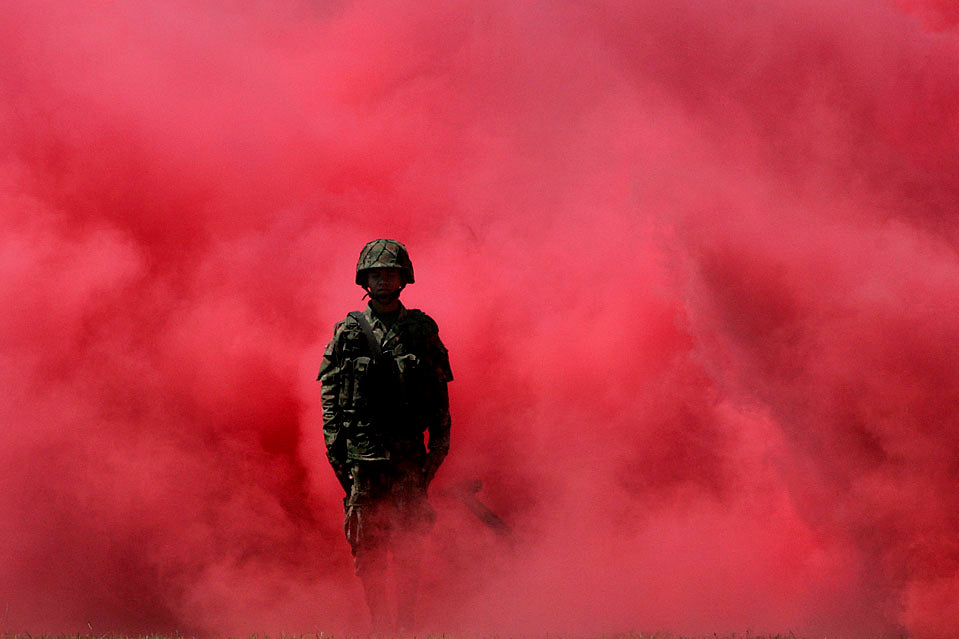 Red Colored Smoke Bomb [90 Sec] Wire Ring Pull Smoke Grenade