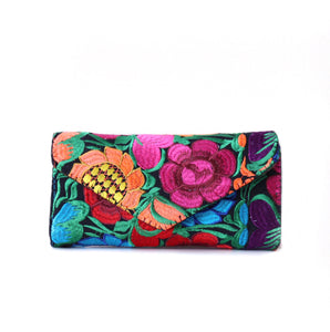 Clutch bordado arcoiris