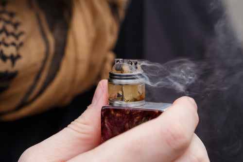 holding custom vape device