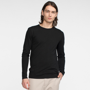 Model front facing wearing a long sleeve, black tee
