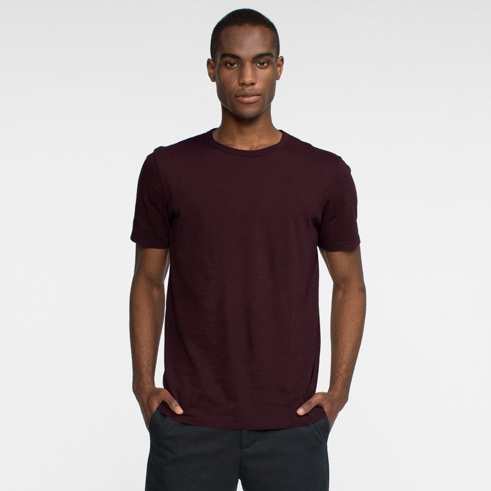 Model front facing wearing a short sleeve, burgundy tee shirt.