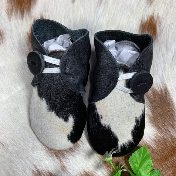 The Design Edge Baby Booties Black & White Hairon