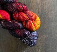 Load image into Gallery viewer, Eye Of Sauron- Versatility DK