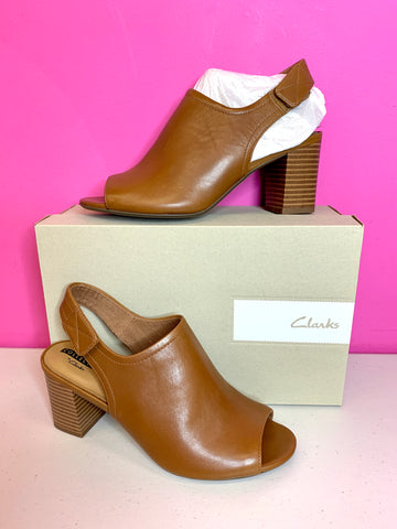 CLARKS NEW DEVA JAYLEEN TAN BOOTIES - 7