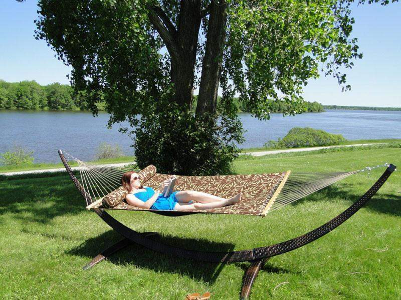 Universal Camping - Wicker hammock stand
