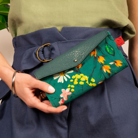 Leather and textile wallets handcrafted in Quebec