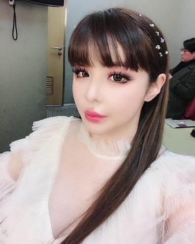 Park bom 2NE1 long shiny straight hair, how does she keep it so straight and shiny??