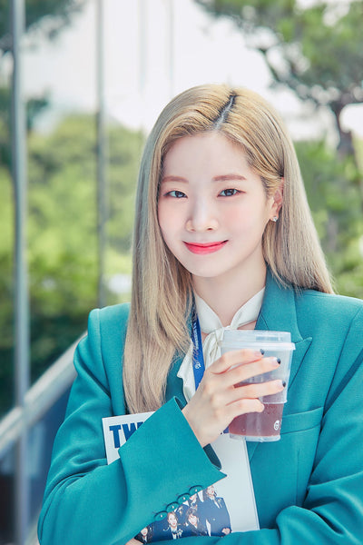 Dahyun from twice having blonde hair just screams korean style!