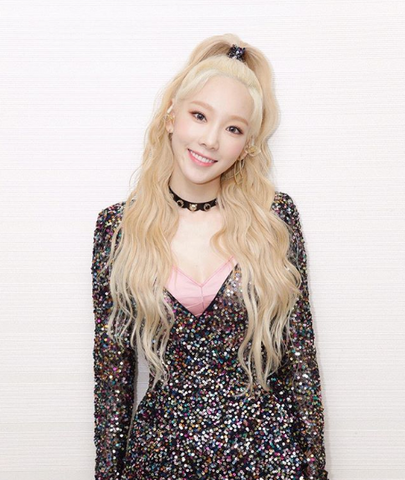 Taeyeon, main singer from SNSD Girls Generation, a popular Kpop Idol girl group from South Korea. Pale blonde loose waves, Hanastory
