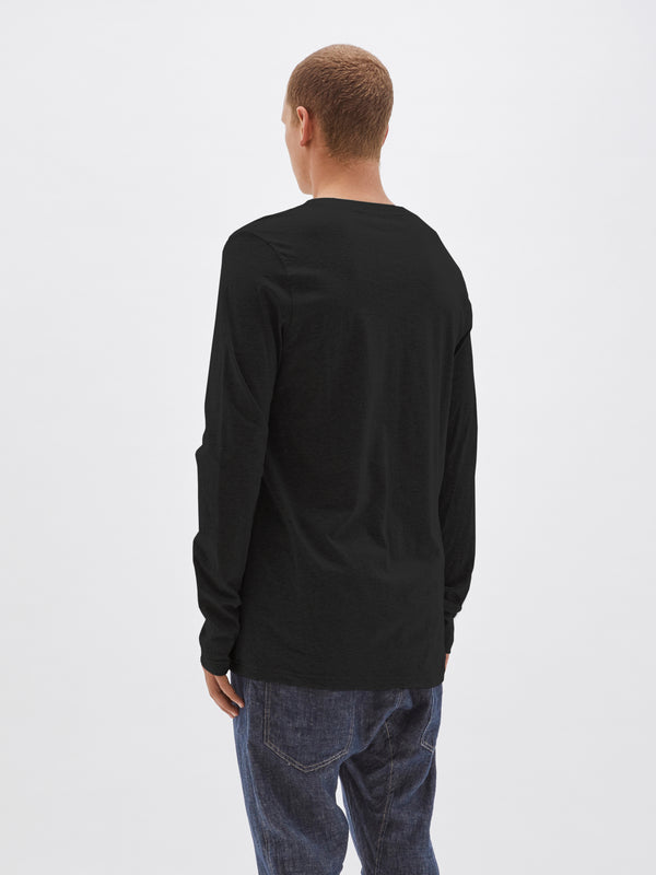 layering long sleeve t.shirt